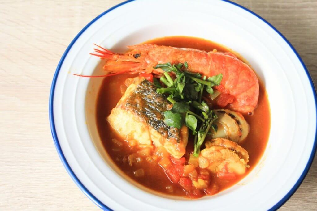 魚介のうま味がたっぷり!香り豊かなブイヤベース風カレー