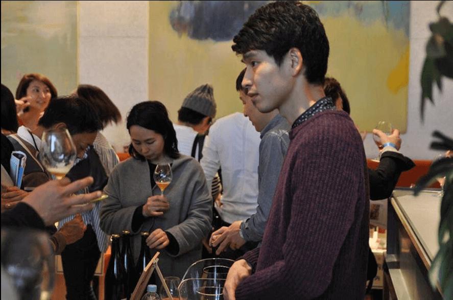 真剣な面持ちで話しているシトラシエールの醸造家「山田隼平」