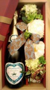 ハート形のワインラベルをしている、キュヴェ・デ・ザムルー ブラン・ド・ブラン・グランクリュのボトルの様子