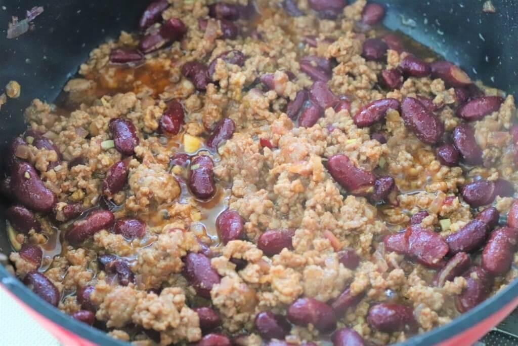(3)に調味料Aを加えて、5分ほど、水分が飛ぶまで煮る。