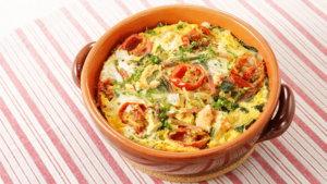 卵に火が通ったら、お好みで刻んだパセリを散らす。