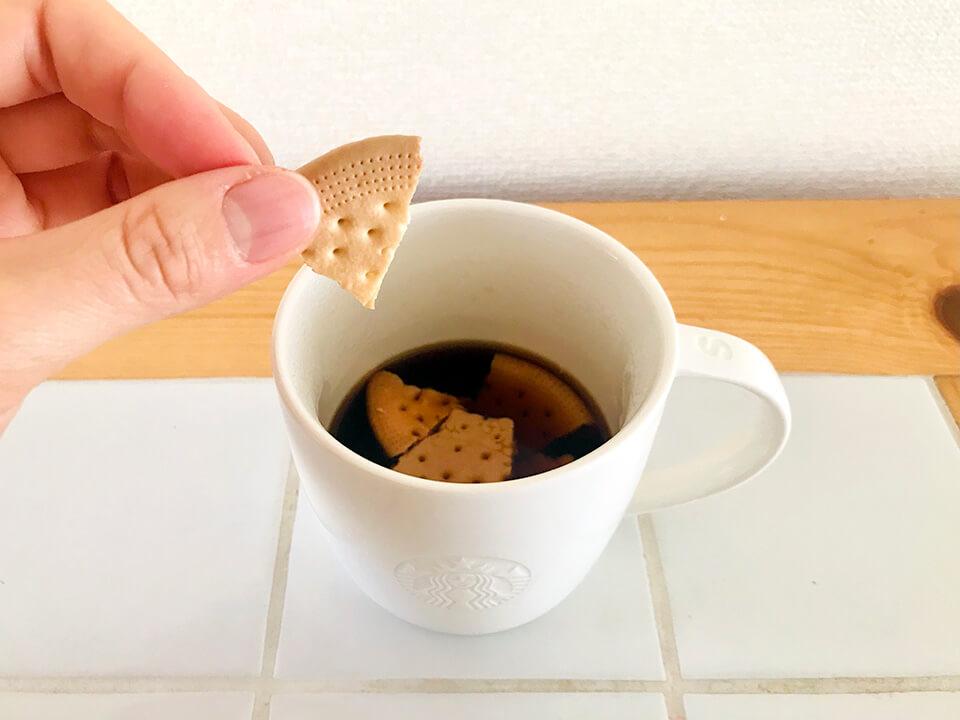 かーさんケットをコーヒーに浸す